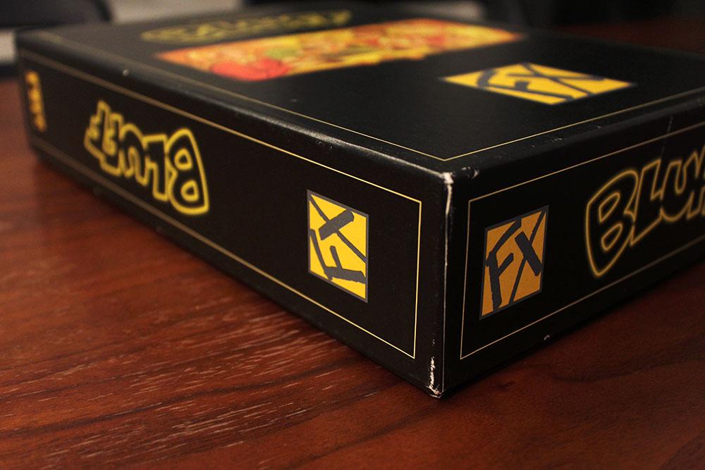 ボードゲーム「BLUFF」の箱側面