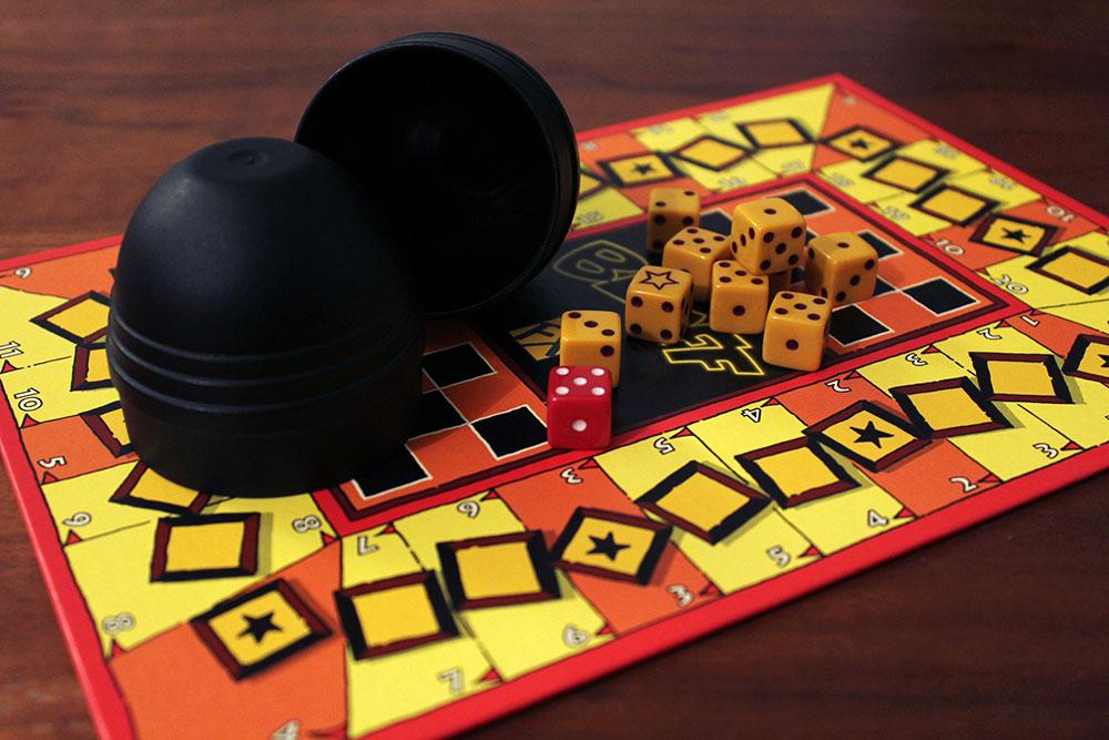 ボードゲーム「BLUFF」のコンポーネント