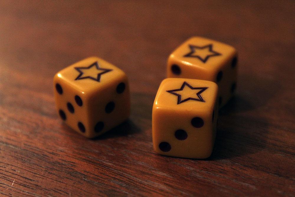 ボードゲーム「BLUFF」のダイスの星
