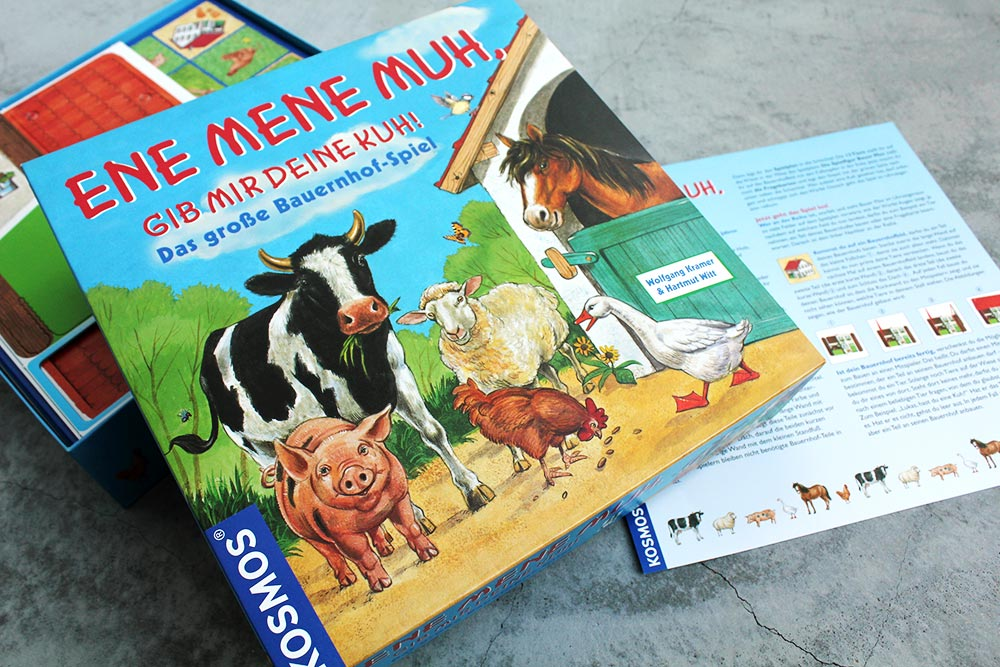 ボードゲーム「Ene Mene Muh, gib mir deine Kuh!」の箱とルールブック