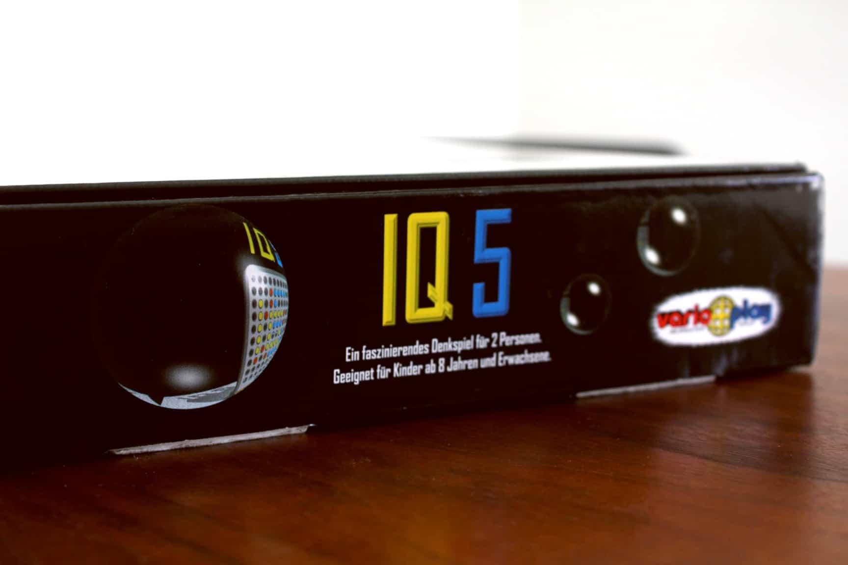 ボードゲーム「IQ5」の箱側面