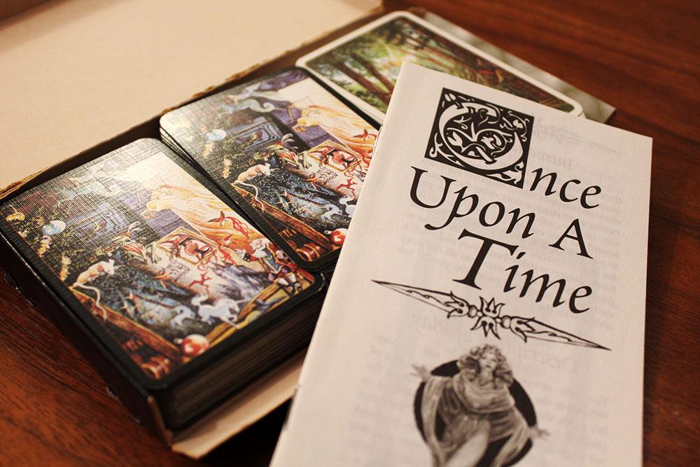 ボードゲーム「Once Upon A Time」のカードと説明書