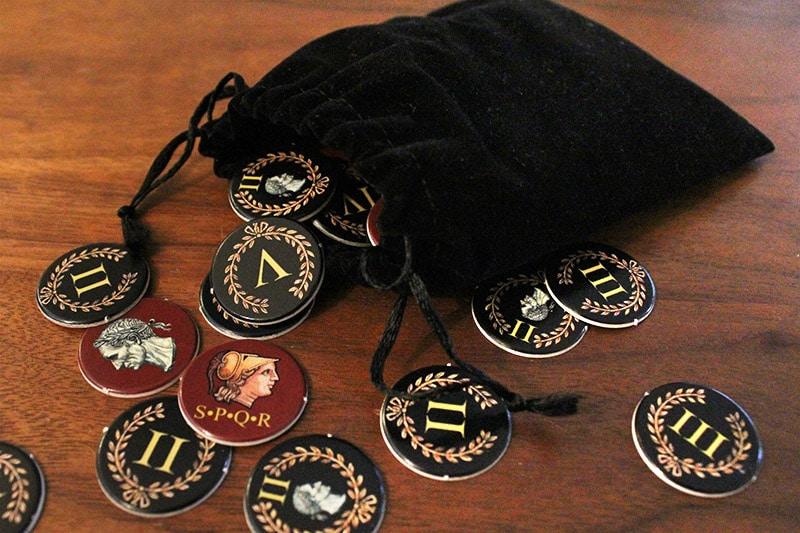ボードゲーム「QUO VADIS?」の黒い袋とチップ