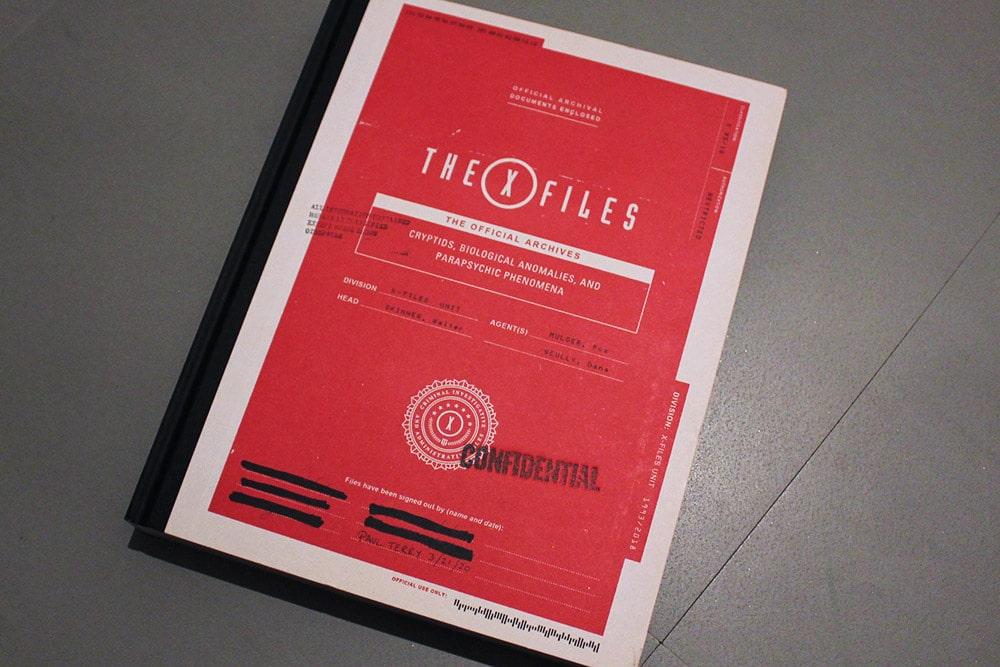 洋書「THE X-FILES : The Official Archives」の表紙