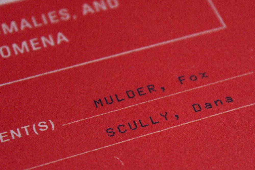 洋書「THE X-FILES : The Official Archives」の表紙一部