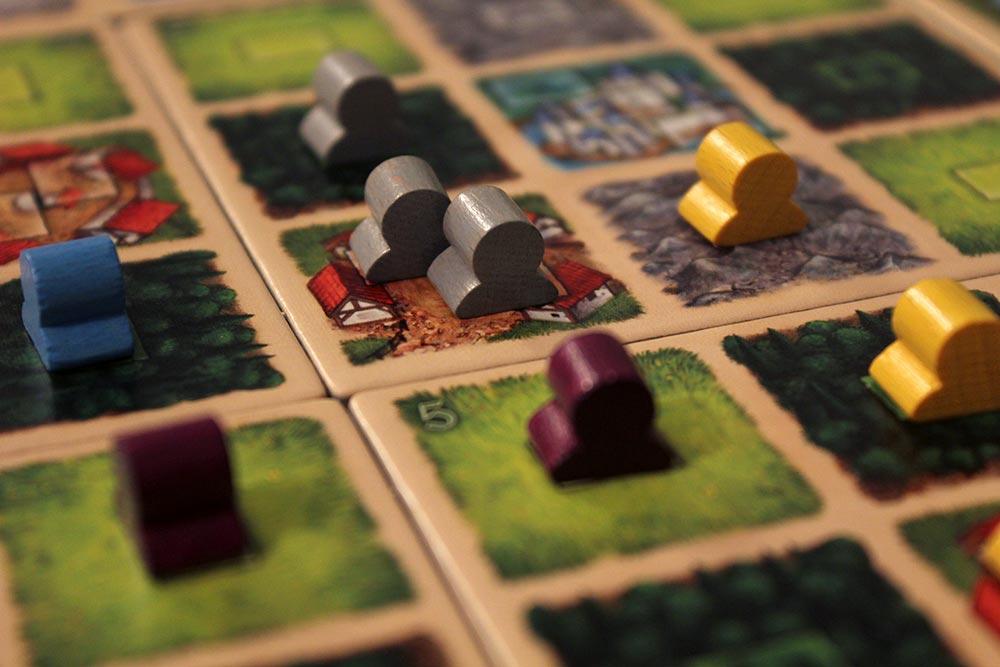 ボードゲーム「Tumult Royale」のマップに置かれた彫像コマ