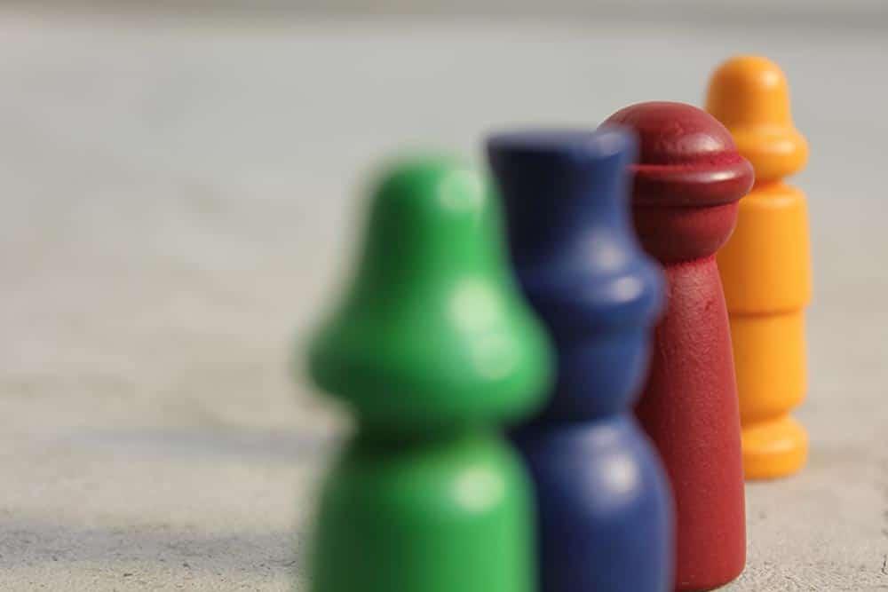 ボードゲーム『ミレ・グラツィエ』の4つのプレイヤー駒