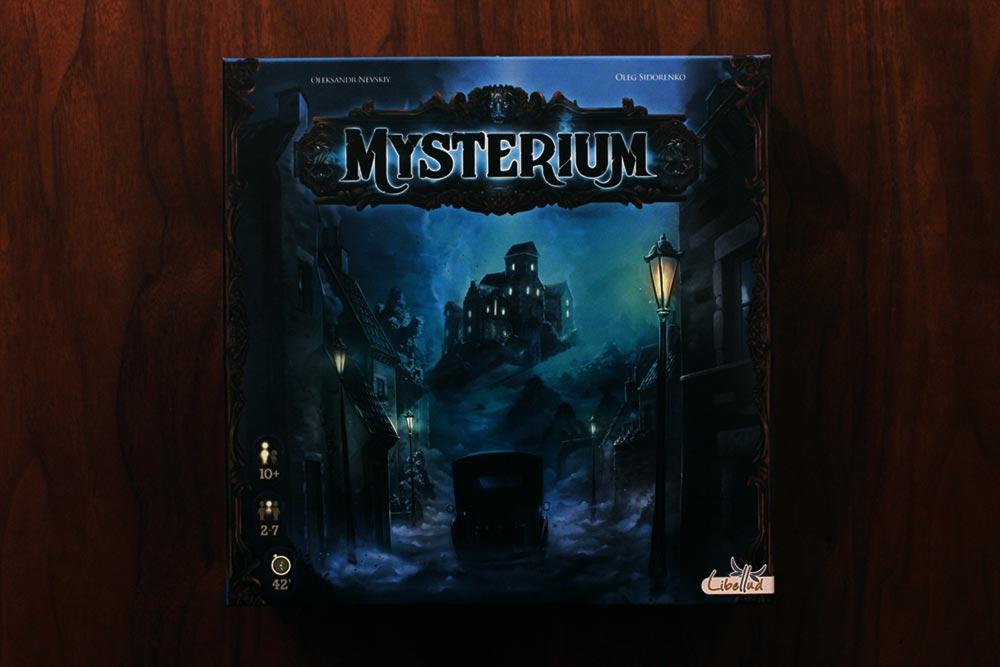 ボードゲーム「ミステリウム」の箱表面