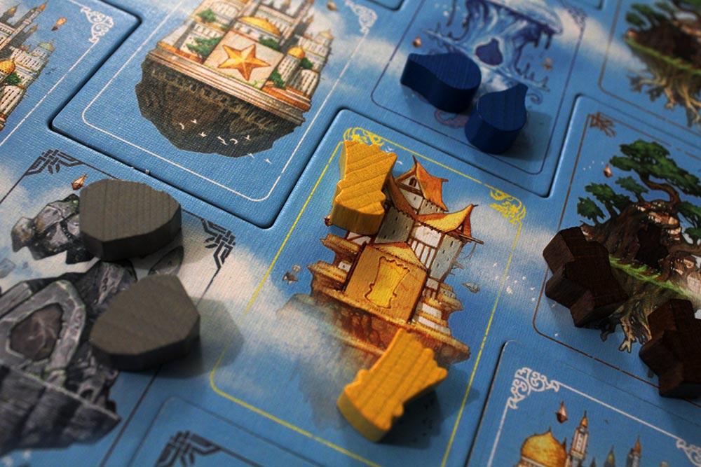 ボードゲーム「ソレニア」のボードと資源駒