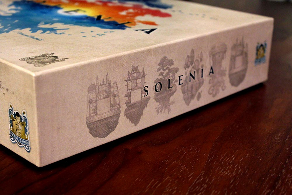 ボードゲーム「ソレニア」の箱側面