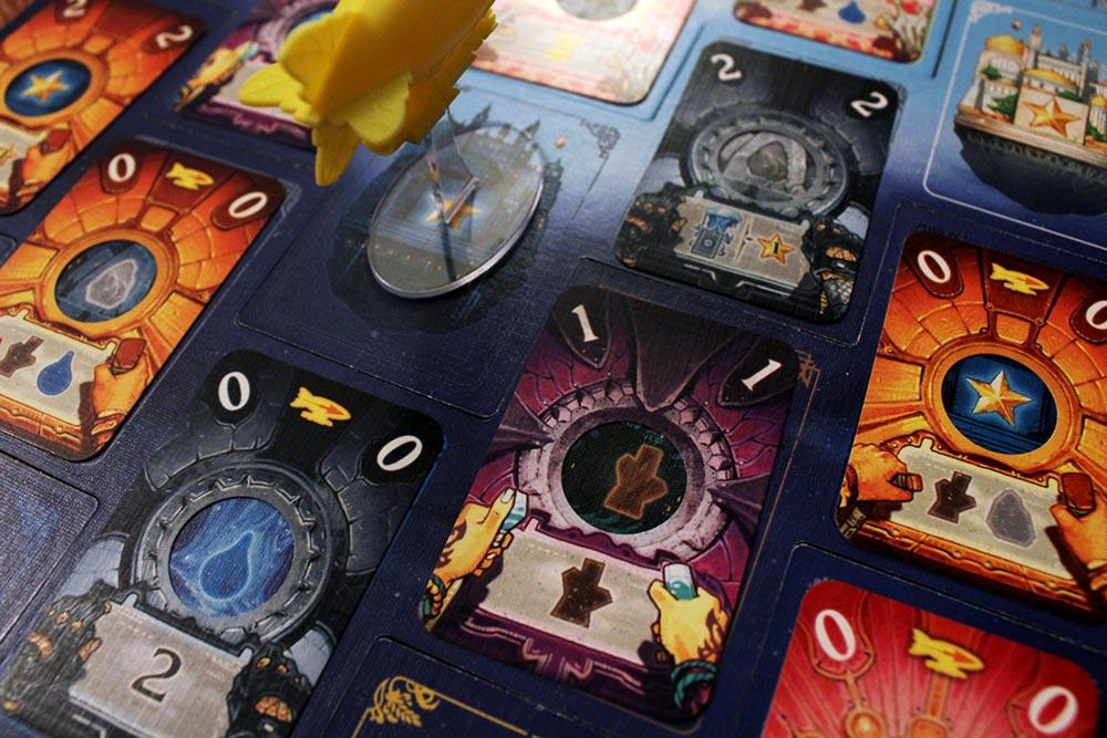 ボードゲーム「ソレニア」のボードとカード