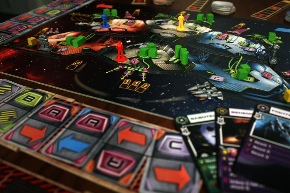 ボードゲーム「SPACE ALERT」のプレイ風景